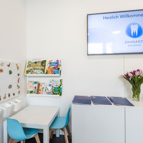 Zahnarzt Köln Lindenthal - Saager - Kinderecke im Wartezimmer der Praxis